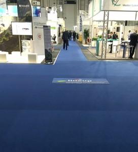 Lange, leere Gänge in der Messehalle A1 bei der Ifra Expo 2015 in Hamburg