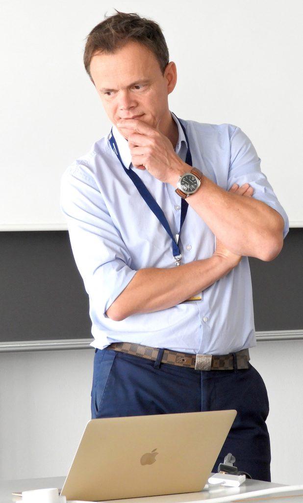 """Referat Nico Adam, GF UnitB Consulting GmbH, bei seinem Referat anläßlich des Workshops """"Digitaler Journalismus in postfaktischen Zeiten"""", 47. GI Jahrestagung INFORMATIK 2017, 29.9.2017, Chemnitz"""