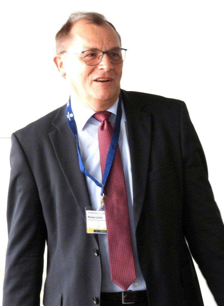 """Dr.-Ing. Rainer Lutze, Gründer und Inhaber Dr.-Ing. Rainer Lutze Consulting (LuSTCon), Langenzenn, bei seinem Referat anläßlich des Workshops """"Digitaler Journalismus in postfaktischen Zeiten"""", 47. GI Jahrestagung INFORMATIK 2017, 29.9.2017, Chemnitz"""