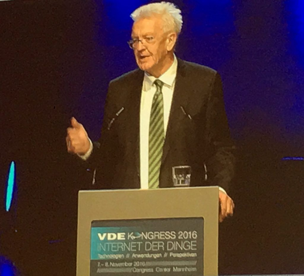 MP Winfried Kretschmann bei seinem Eröffnungsreferat des VDE Kongress 2016 - Internet der Dinge (IoT)