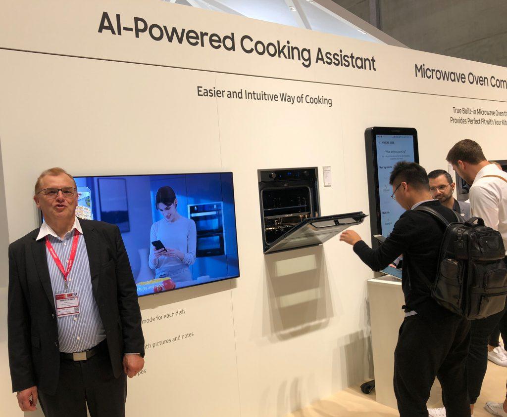 """Der Samsung """"AI-Powered Cooking Assistant"""" - ist er schon mehr als heiße Luft?"""