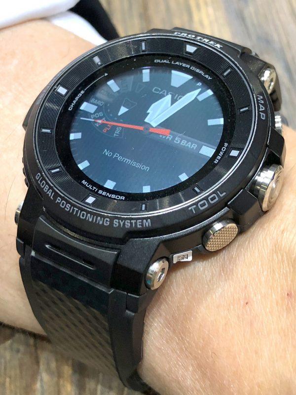 Schrägansicht der Casio Pro Trek(TM) WSD-F30 Smartwatch