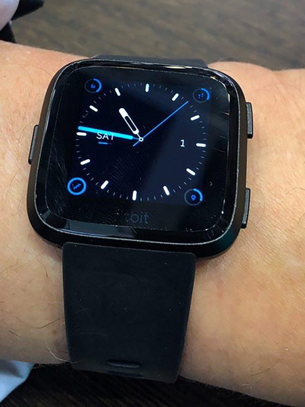 Frontalansicht fitbit Versa(TM) Smartwatch