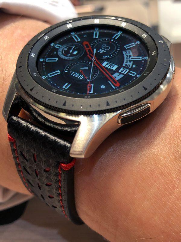 Schrägansicht der Samsung Galaxy(TM) Watch Smartwatch, 46 mm Modell