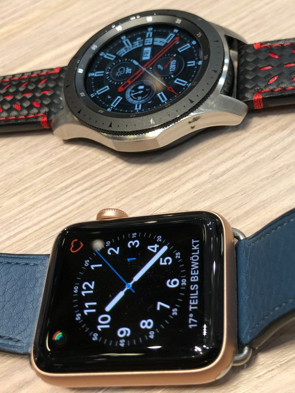 Größenvergleich der Samsung Galaxy(TM) Watch mit der  Apple Watch(TM) LTE