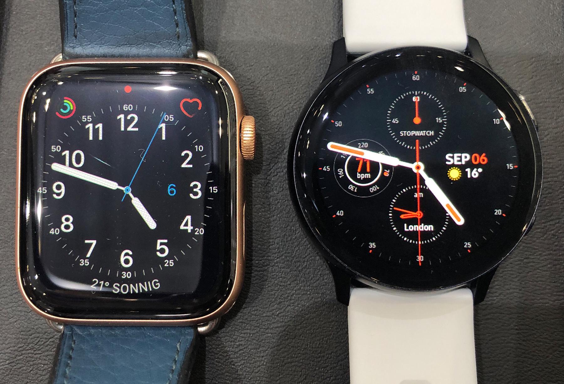 Die Apple Watch 4 (44 mm Modell)  / Samsung Galaxy Watch Active2 (40 mm) im Größenvergleich